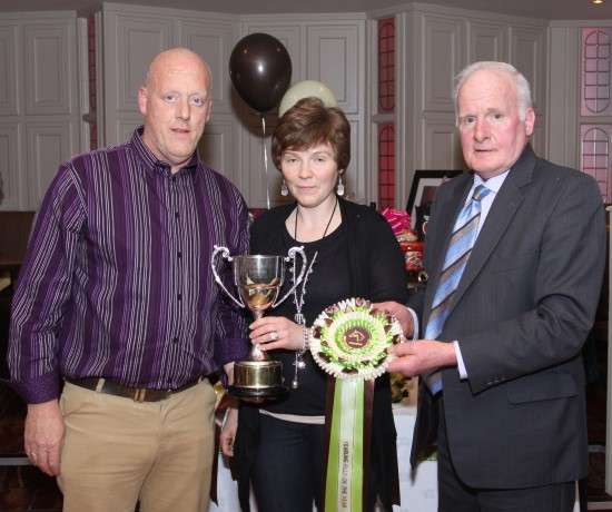 Kenny & Wendy Bell receiving Yearling Cup.